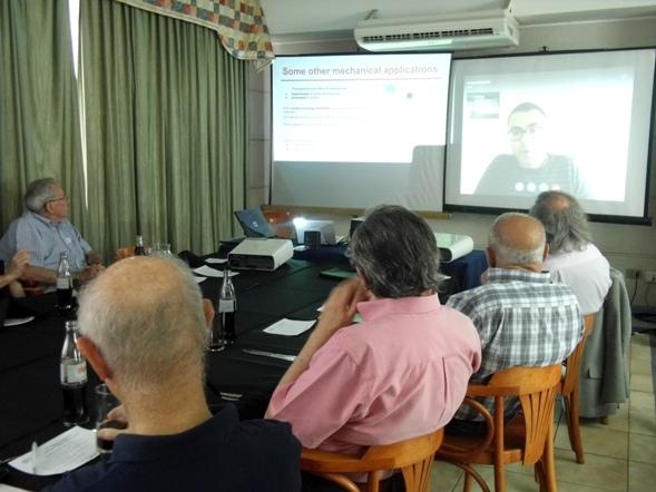 """Seminario """"Los temas del 2015 iniciando con el Graphene"""""""
