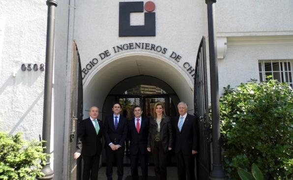 Presidente Nacional se reunión con gremios de Ingeniería Española